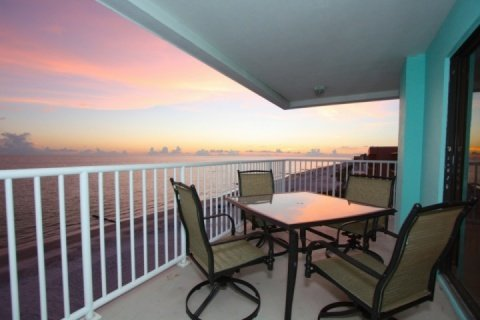 Gorgeous top floor, corner unit, private balcony to watch the sunset and dolphins play